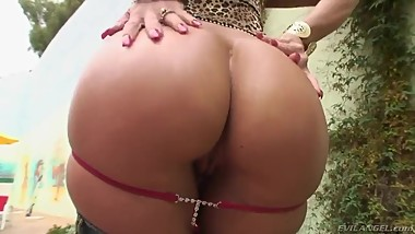 Janet Mason teases us showing her plump ass