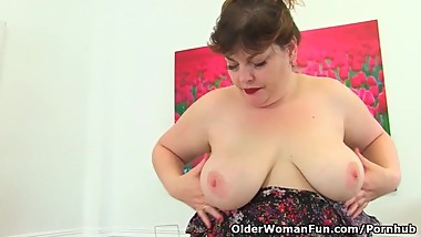 British BBW milf Vintage Fox gets busy at her desk as good secretaries do