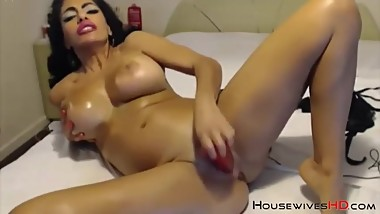 Oliled milf with big boobs and lips for blowjob