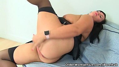 British milf Katie Coquard puts her sex toy to work
