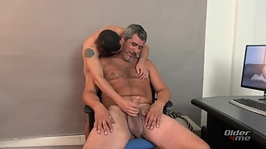 Straight Daddy wants a hot ass