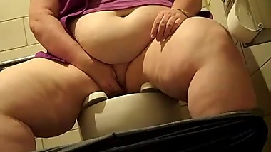 Old SSBBW Pees in Gas Station Bathroom