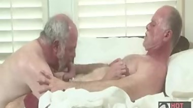 Horny old traigh-man want to fuck