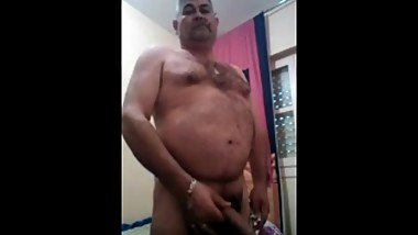 A perfect pakistani mature dad stroke on webcam