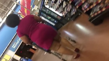 BIG BOOTY EBONY IN DRESS AT WALMART CANDID