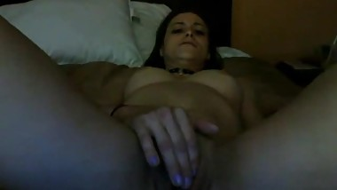 32yo woman cums on cam