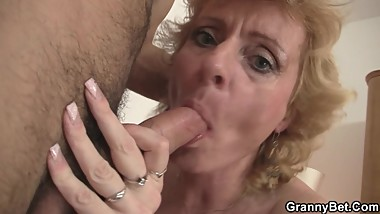 Slim mature blonde picked up for play
