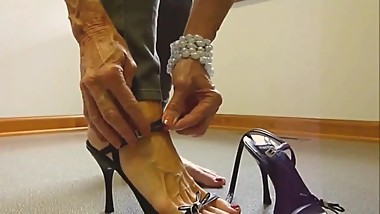 Mature elenia skinny pants bare foot sole tease