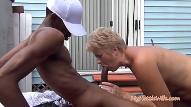 Short hair mature granny suck and fuck bbc outside